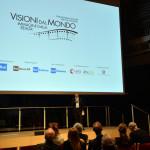 Il direttore generale Francesco Bizzarri alla consegna del premio alla carriera di Gianni Amelio durante la Cerimonia di apertura del Festival