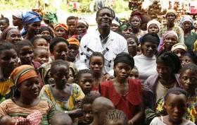 Dr Denis Mukwege, gynécologue rendu célèbre mondialement pour les soins administrés aux femmes victimes des violences sexuelles dans les provinces du Nord et Sud Kivu en RDC. Photo Facebook Page de We want 2013 Nobel Peace Prize for Dr Denis Mukwege (Octobre 2012)