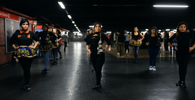 Sotterranea_ballerine-mezzanino della metropolitana