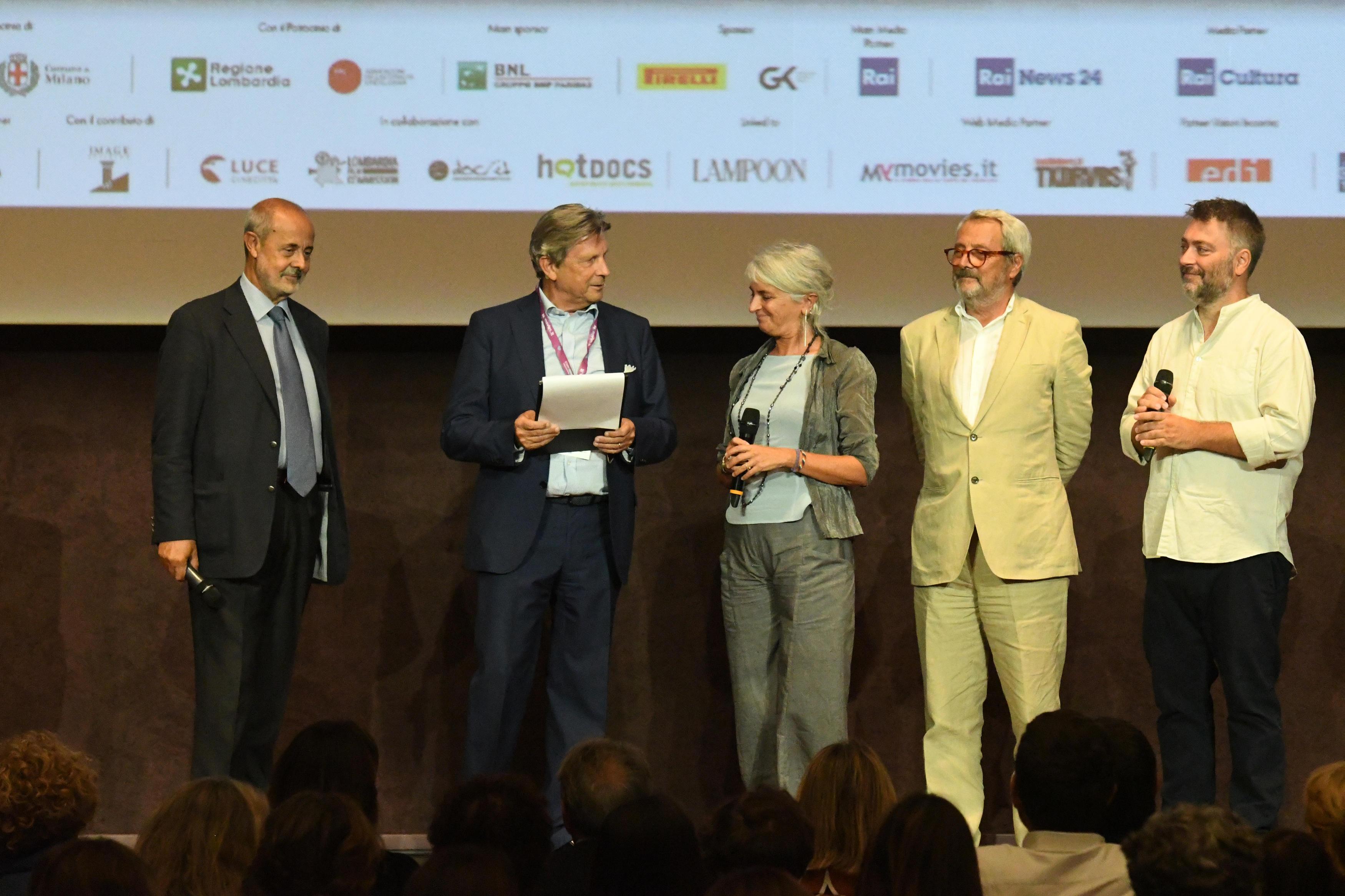 Antonio Calabrò, Francesco Bizzarri, Lucia Nardi e Roberto Cicutto sul palco dell'Auditorium del Museo Scienza e Tecnologia Leonardo Da Vinci