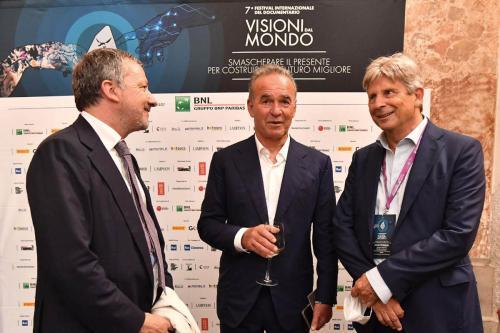 Nick Broomfield, guest of honor of the 7th Festival, with Francesco Bizzarri and Andrea Munari, BNL Gruppo BNP Paribas President