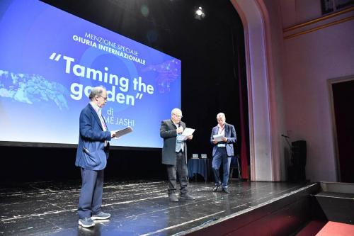 Carlo Siliotto announces the winner of the special mention of the international jury